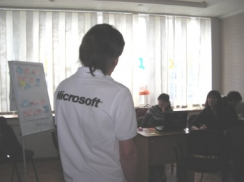 Sergiy Slynko is conducting the training